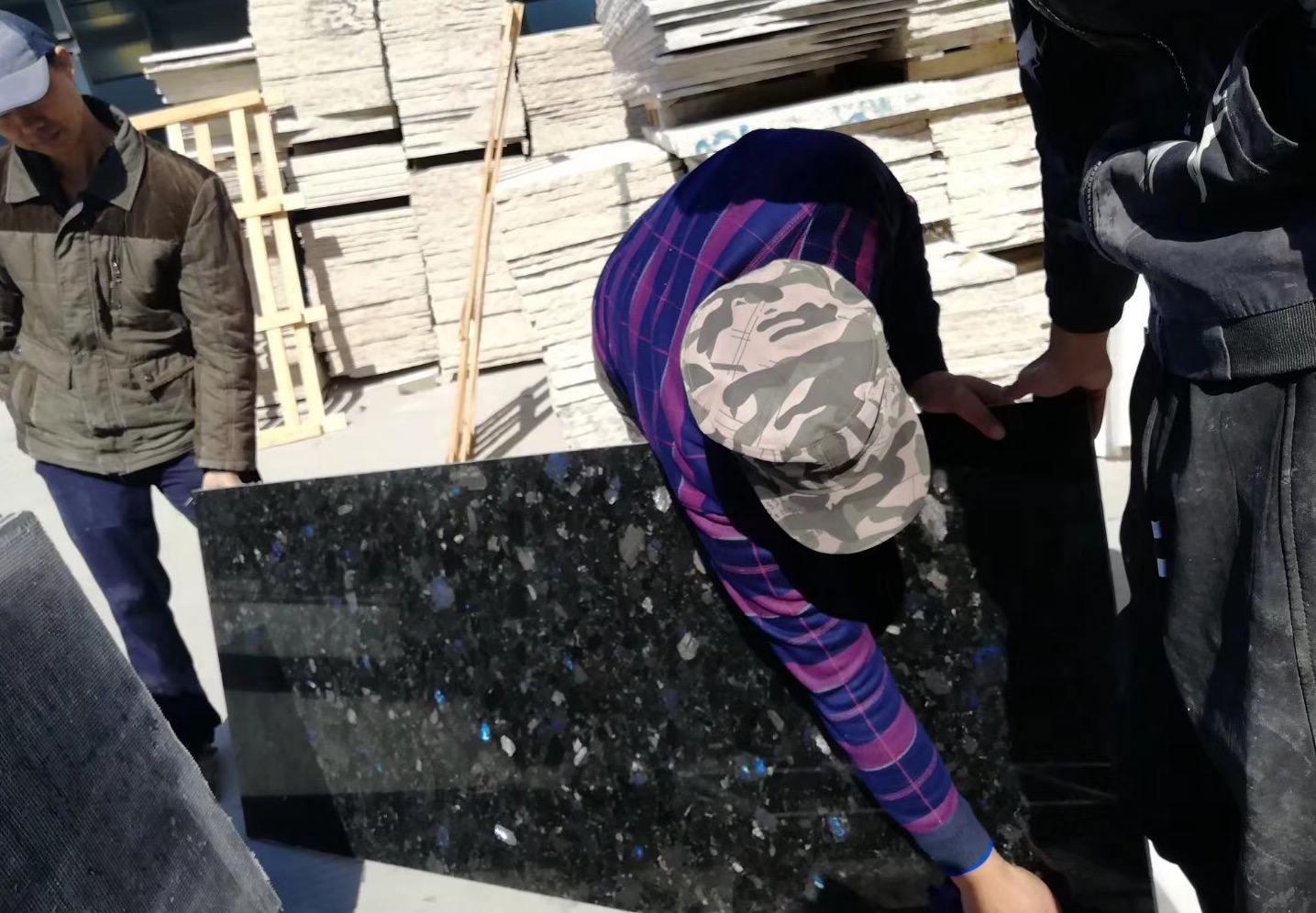 Volga Blue granite quality control. Our daily routine work. фото 5eda09713bf8f