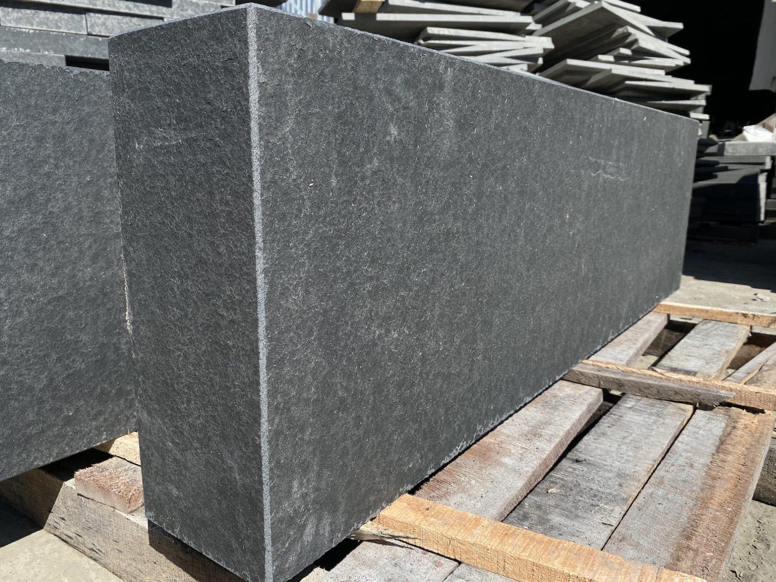 Черный базальт (V) фото 6052206a40507